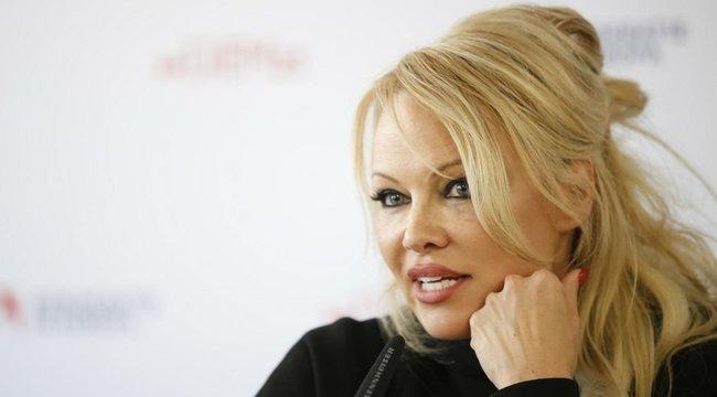 Retteg a volt pasijától Pamela Anderson, testőrt bérelt fel