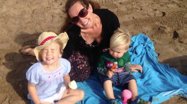 Egy ritka komplikáció miatt örökre elveszítette a hallását az anya, amikor megszülte gyermekét