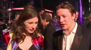 A csőd ellenére sem hagyja el Jamie Olivert a felesége
