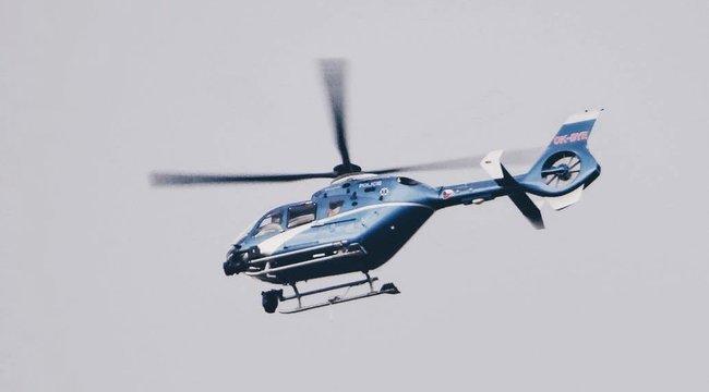 Helikopterből öntik a szenteltvizet a városra, hogy elűzzék a démonokat