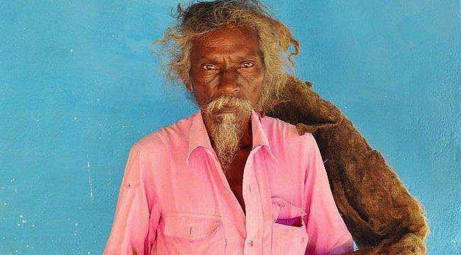 40 éve egy isten kérte a férfitól: Ne mosson többet hajat!– Így néz ki most – fotó