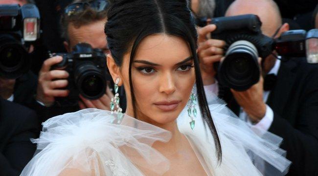 Dobjon el mindent: Kendall Jenner totál meztelenre vetkőzött - 18+ fotó