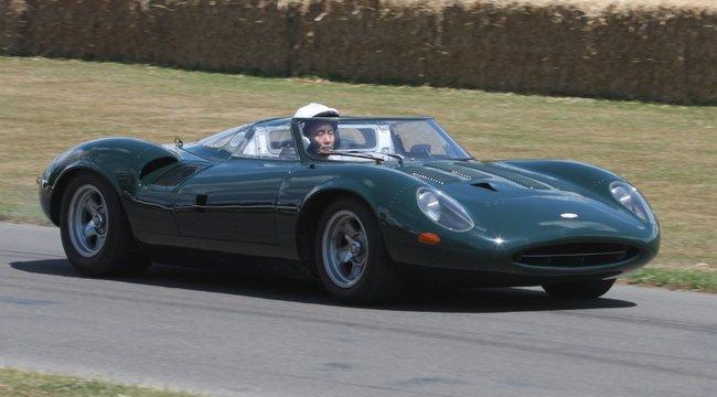 Ferrariban utazik Eric Clapton