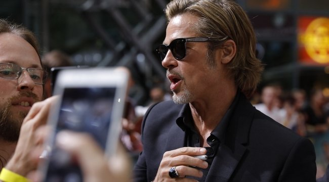 Megszólalásig hasonlít Brad Pittre, ő mégsem érti, miért állítják meg minden utcasarkon - fotók