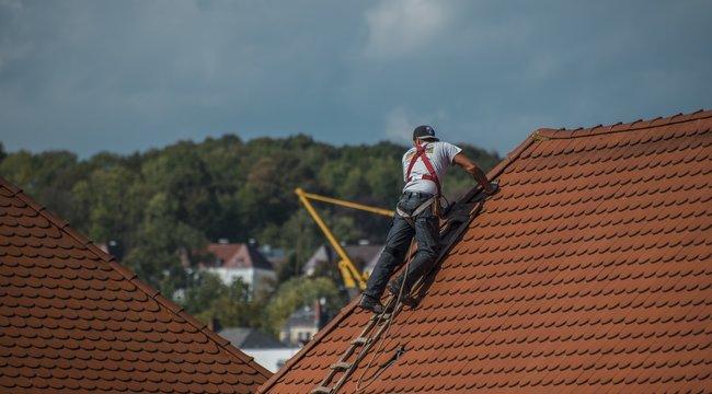 Bukta - A ház tetején végezte el a nagydolgát a melós