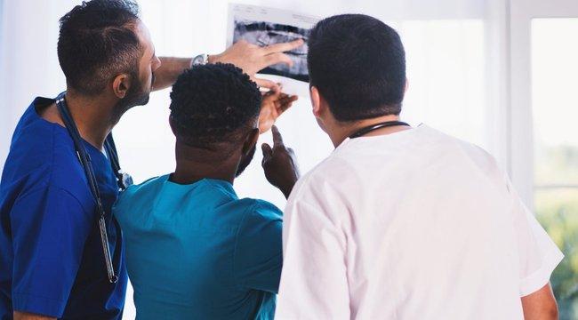 Fogták a fejüket az orvosok: energiaitalos palack került elő a nő vaginájából, de ami ezután jött, még durvább volt - 18+