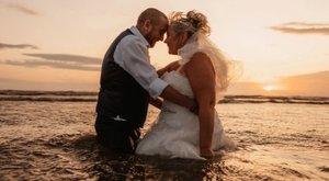 Tengerbe fulladtaz esküvő