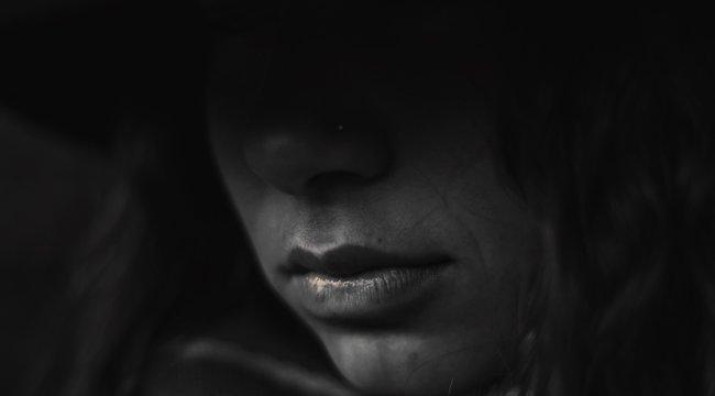 Tragikus történet – Több száz dühös emoji okozta a fiatal lány halálát