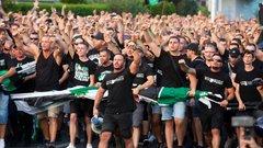 Fradisták százai veszik be Barcelonát