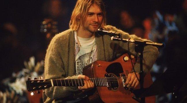 Most bárki lecsaphat Kurt Cobain kardigánjára és gitárjára