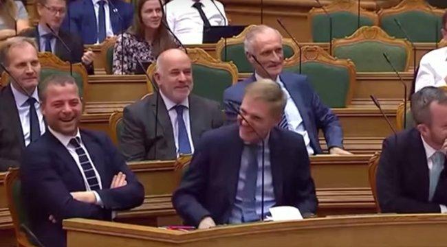 Hangosan kacarászott a dán parlament - elefántokat és egy tevét vett az állam