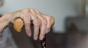 Brutális támadás: gondozója erőszakolta meg a 82 éves asszonyt