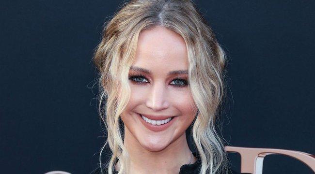 Saját hotelszobát kapott Jennifer Lawrence menyasszonyi ruhája