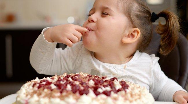 Gyümölcs helyett is cukrot eszik a gyerek