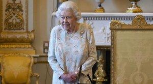 Ritka fotó: ilyen lazának sem láthattuk még II. Erzsébetet