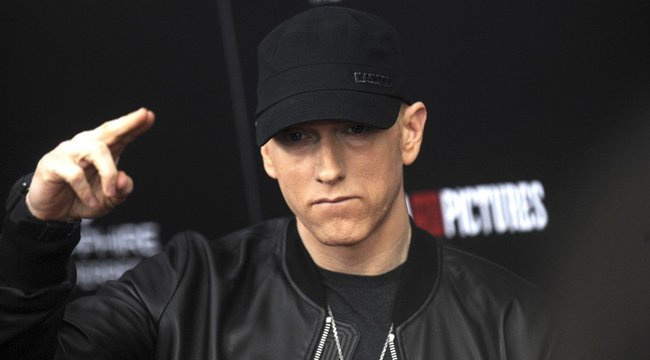 Videó bizonyítja, hogy Eminemet évekkel ezelőtt egy robotra cserélték