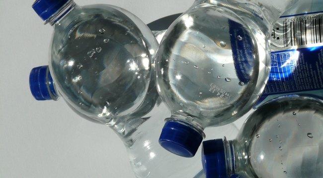 Belefulladunk a PET palackokba, miért nem fémdobozt használunk?