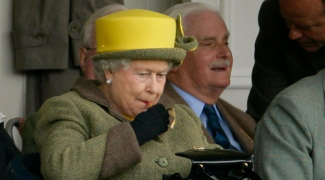 Bárhol, bármikor szívesen rúzsoz II. Erzsébet