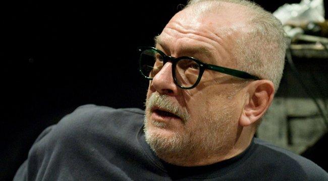 Ki hazudik, Gothár Péter vagy a színháza?