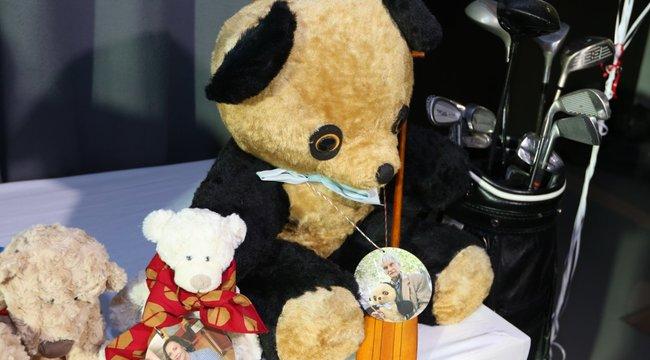 3,5 milliót ért Momoa medvéje
