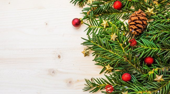 Így kell profi szinten feldíszíteni a karácsonyfát - a szakember megmutatja