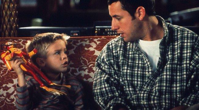 """Húsz év után újra együtt egy """"apa-fia"""" fotón Adam Sandler és Cole Sprouse"""
