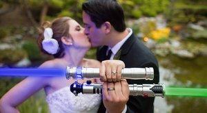 Ciki vagy menő? Star Wars-esküvőt tartott a rajongó szerelmespár - fotók