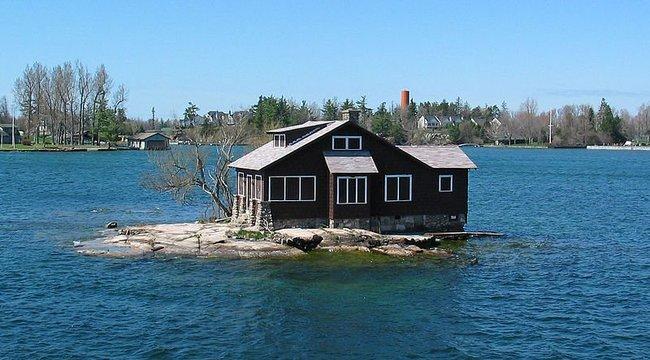 Imádjuk a világ legkisebb lakott szigetét! Ugye Ön is odaköltözne? videó