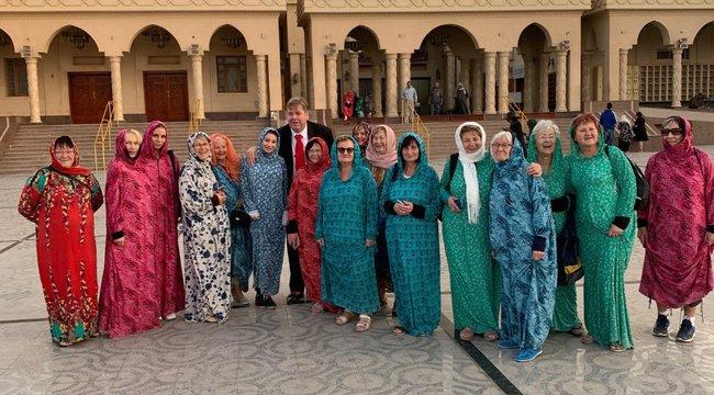33 nyugdíjassal ment nászútra Schmuck Andor