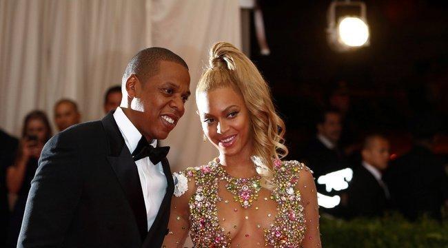 Beyoncé és Jay-Z elkésett a Golden Globe-ról, de két üveg pezsgőt azért vittek magukkal