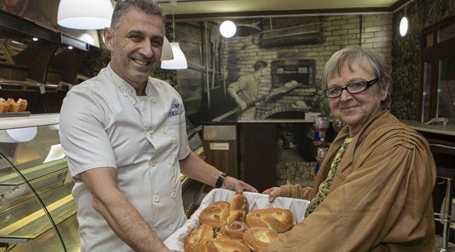 Hétköznapi hős: sütit oszt a rokkantnyugdíjas Teréz anya