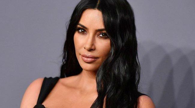 Óriásit villantott a tangásKim Kardashian – fotó