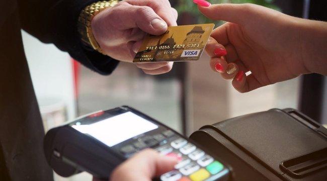 Bankkártyákkal csalt egy benzinkutas Lentiben