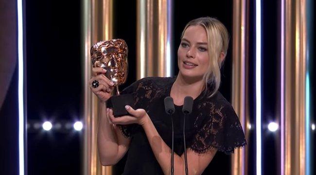 Hatalmasat trollkodott Margot Robbie Harry hercegékkel egy brit díjátadón