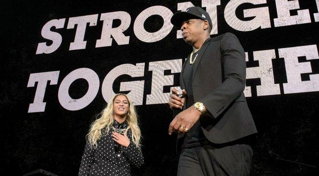Azt hittük, az volt kínos, hogy Jay Z és Beyoncé végigülte a himnuszt – de a magyarázatuk még cikibb