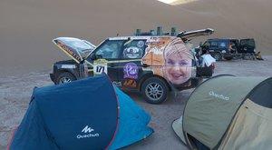 Árokba borult Oszvald Marika autója a Bamako ralin – videó
