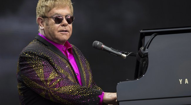 Sírva szakította meg koncertjét Elton John
