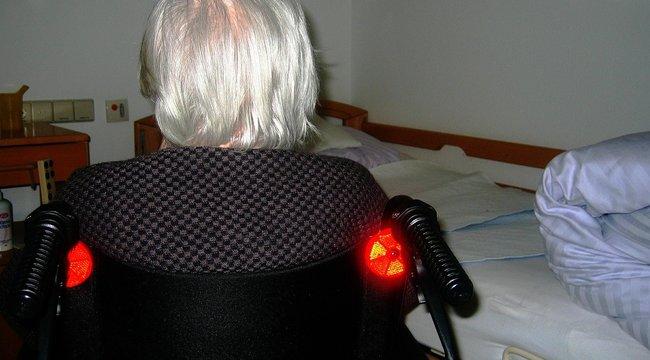 Hagyta halálra fagyni idős gondozottját az ózdi ápoló