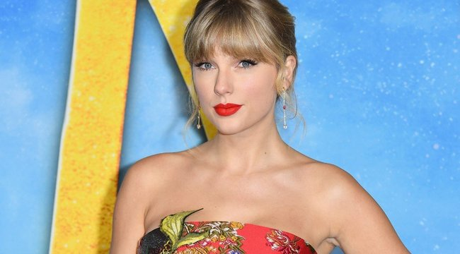 Látta már Taylor Swiftet szakállasan? Épp itt az ideje! videó