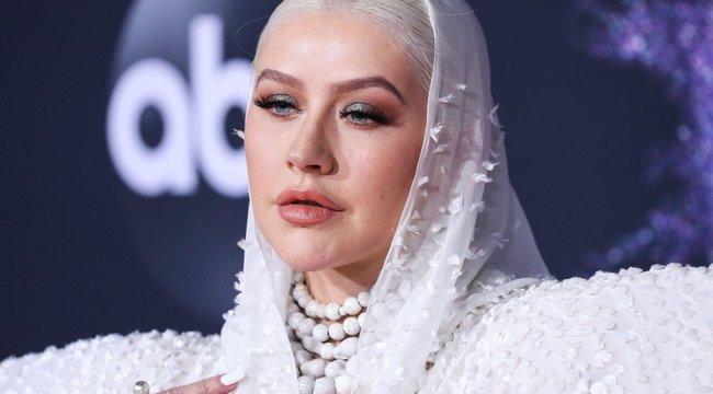 Christina Aguilera úgy néz ki, mintha egy retró sci-fiből lépett volna elő – fotó