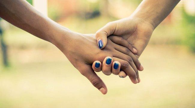 Testvérként imádta egymást a két barátnő, 17 év után kiderült, hogy tényleg nővérek