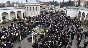 Elbúcsúztatták Wichmann Tamást – hatalmas tömeg gyűlt össze a temetésén – fotók