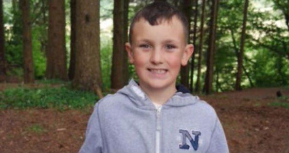 Egy boltban, a szülei szeme láttára lelte szörnyű halálát egy tízéves