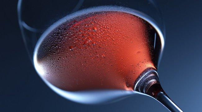 Tényleg bor folyt víz helyett a csapokból egy olasz városban - fotó
