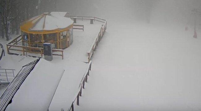 Annyi hó esett pénteken, hogy snowboardozni is lehet a Mátrában - videó