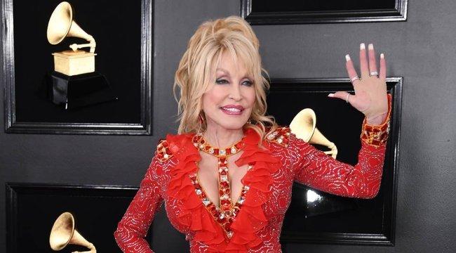 Van önbizalma: Playboy-fotózást kér 75. születésnapjára Dolly Parton