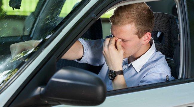 Számítógép figyeli, mennyire fáradt a sofőr