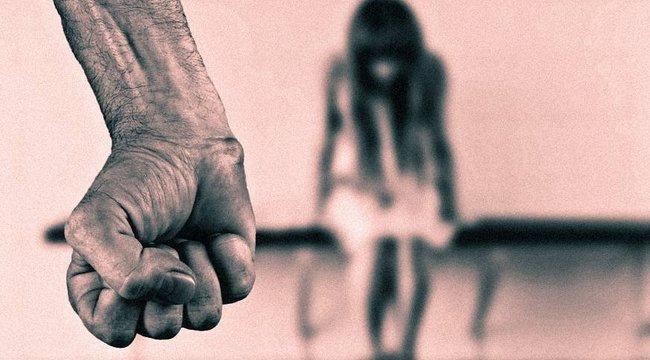 Söröspalackkal erőszakolta meg egy férfi, míg a barátai végignézték – a nő mégsem beszélhet a horrorról, mert ő kerülne börtönbe