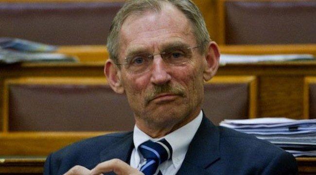 Országos tisztfőorvos: negatív lett Pintér Sándor és a többi kontakt első tesztje