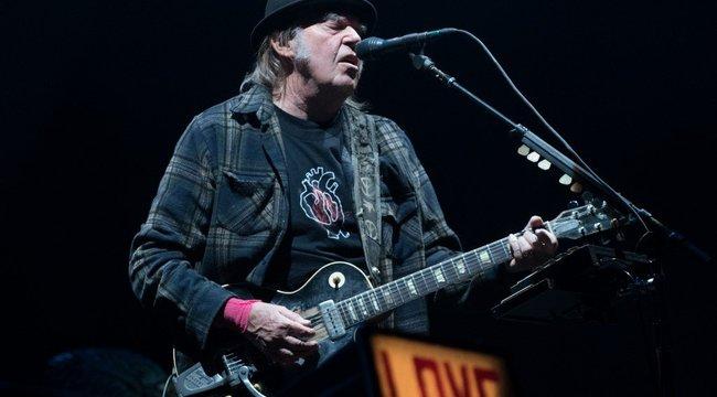 Neil Young házias produkciókkal készül a rajongóinak